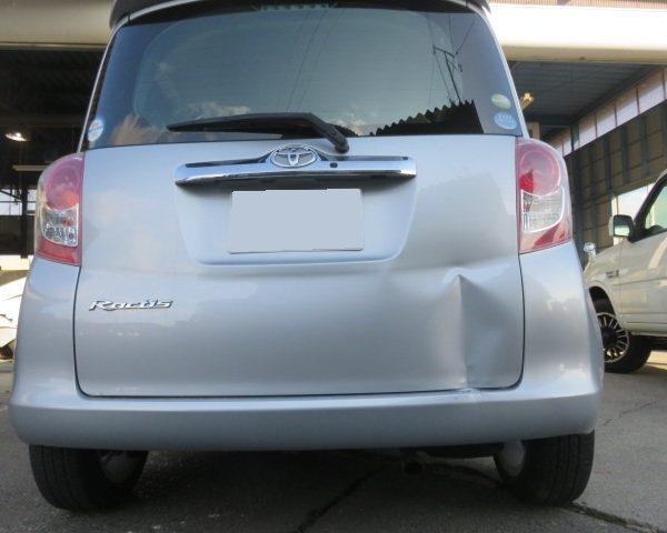 トヨタ ラクティス バックドア 傷 凹み ヘコミ キズ 鈑金 塗装 修理 東御市 小諸市