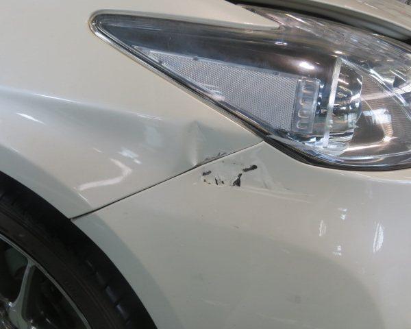 トヨタ プリウスのフェンダー、バンパーの当て逃げ。板金塗装修理。