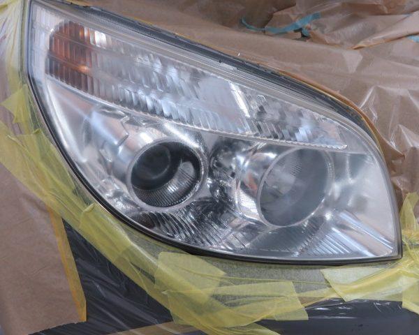 ヘッドライトの黄ばみ、汚れをクリーニング