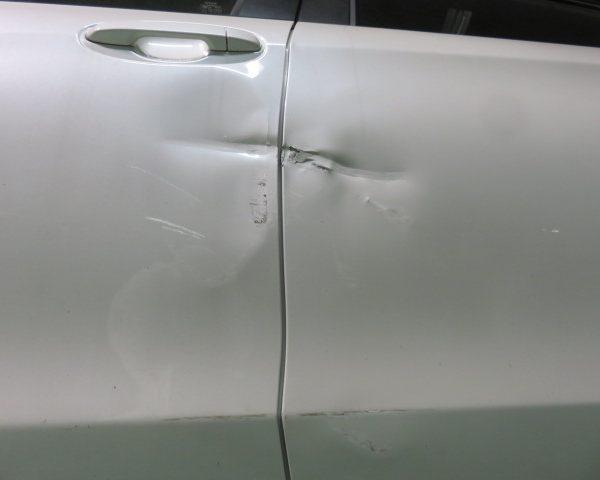 トヨタ ヴィッツ 上田 小諸 ドア キズ 凹み 修理 板金 塗装
