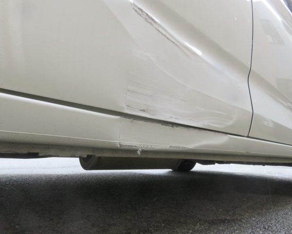 ホンダ フリード 板金 塗装 修理 保険 車両 ドア ヘコミ キズ 傷 凹み 上田 東御 小諸 佐久